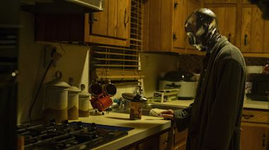 'Watchmen' Review: Episode 5 Goes Through the Looking Glass to Find Answers, Intrigue, and Despair