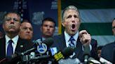 紐約兩警察工會就強制疫苗訴諸法律