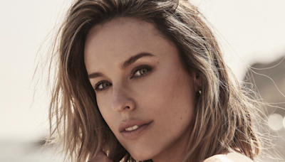 'Mortal Kombat's Jessica McNamee Signs With Hyperion