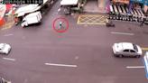 什麼意思?騎士遭撞倒竟躍起奔藥妝店 網:買OK繃?│TVBS新聞網