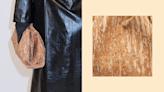 BV人氣雲朵包迎來環保木版本 定價比真皮版便宜HKD5000!淡淡的木紋感覺很夏天!