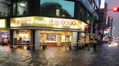 大雷雨炸高雄!市區20件積淹水災情通報 仁武區3880戶一度停電