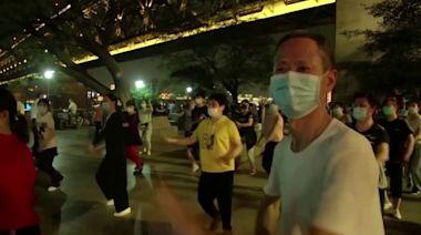 Wuhan residents dance their worries away