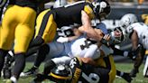Carr throws for 382 yards, Raiders top Steelers 26-17