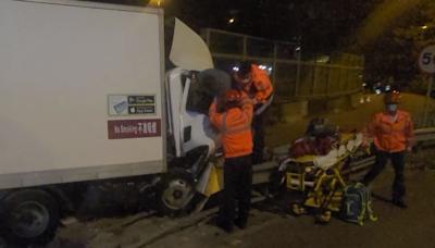【交通意外】元朗公路貨車剷上路邊 司機受傷送院治理 - 香港經濟日報 - TOPick - 新聞 - 社會
