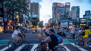 疫情週報:台灣疫情數據儀表板,警戒逐步降級,官方疫苗數字仍有缺漏|端傳媒 Initium Media