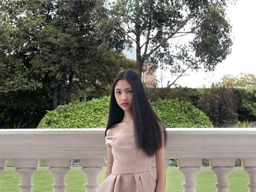 任達華16歲女兒腿長占優,及膝裙被她穿成超短款,比例不輸超模媽