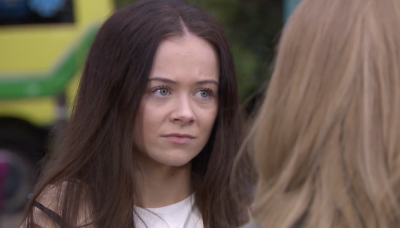Hollyoaks' Juliet Nightingale sparks suspicion with mystery texts