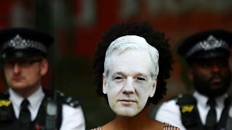 U.K. court sets Assange U.S. extradition hearing for February 2020