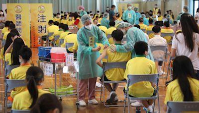 北市4千多名學生昨打BNT疫苗 衛生局:47人暈針、1人接種後起疹子   蘋果新聞網   蘋果日報