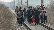 Grecia: cannoni sonori e un muro di acciaio contro i migranti. Preoccupazione dalla Ue