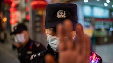 廣東疫情刷爆屏 警巡邏喊「想活久不要到處走!」(組圖) - - 大陸時政