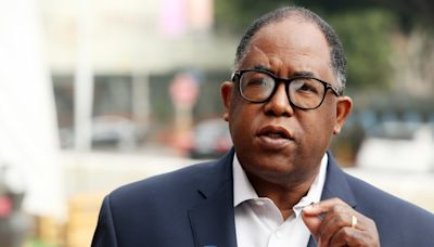 L.A. City Council votes to suspend Mark Ridley-Thomas amid federal charges