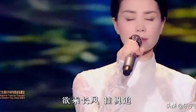 晚會質量高:易烊千璽推介長津湖,周深創新演唱《燈火里的中國》