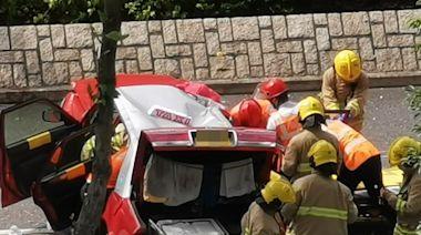 將軍澳的士自炒撞壆「打觔斗」 車頂凹陷2人受傷被困