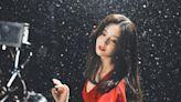 繼趙麗穎之後,佟麗婭也出演張杰MV,謝娜的人脈又起作用了