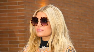 Jessica Simpson Brings Her Skinny Jeans & Fuzzy 'Ugly' Sandals to the Pumpkin Patch