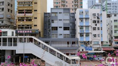 荃灣新青大廈列強制檢測 全棟僅12戶 居民擔心確診者住附近