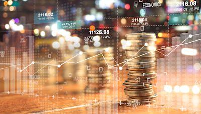 US STOCKS-Tech pulls Nasdaq to lower close as Treasury yields rise