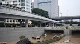 鄭州京廣路隧道拖出逾200輛泡水車 初步確認有人罹難 | 兩岸