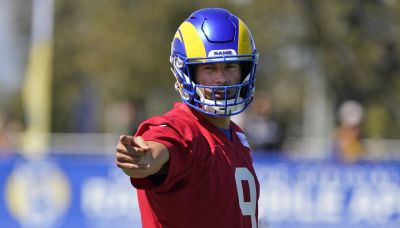 Rams' Stafford stops passing after hitting thumb on helmet