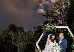 火山爆發也要結婚!與噴發火山合影的婚禮照