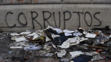 Guatemala condemns fire at Congress; 12 injured in protests