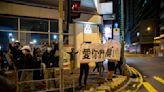 香港228記者手記:他們躲在後巷橋底,待囚車開近才衝出來喊叫