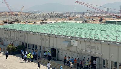 警方聯同機管局動員近60人 打擊機場三跑地盤黑工拘1通緝犯