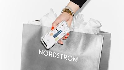 Jennifer Garner & Kate Hudson's Favorite Super Cozy Blankets Are on Sale at Nordstrom Now