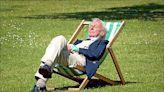 中英對照讀新聞》Sleeping too little or too much can increase risk of getting dementia, study finds 研究:睡太少或太多都會升高失智症風險
