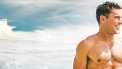 Zac Efron Celebrates 34th Birthday in Thailand with Shirtless Photo: 'Gettin Old Now'