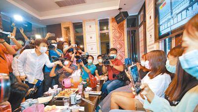 防疫規定鬆綁 即日起看電影、表演、體育賽事不必梅花座 10月5日起KTV解禁 唱歌仍須戴口罩
