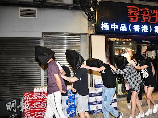 屯門時裝店掩飾無牌酒吧 警拘23人 (09:47) - 20210508 - 港聞