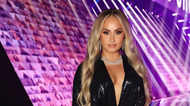 Demi Lovato's Latest Nail Look Is the Perfect Abstract Manicure for the Holidays