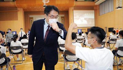 關懷BNT疫苗首批校園接種 黃偉哲前往慈濟高中視察接種狀況
