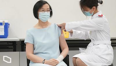 陳肇始籲長者打齊流感針、新冠疫苗 八旬伯伯拒打新冠疫苗﹕擔心副作用 | 立場報道 | 立場新聞