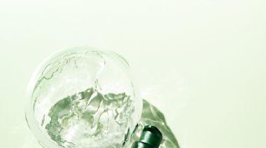 香港區Cosme美妝大賞的最佳精華液第2位: innisfree第4代- 綠茶籽精華全面修復肌膚補水微生態