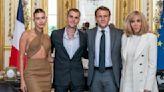 小賈斯汀牽辣妻見法國總統夫婦!「這樣穿」被網友狂轟太隨便 - 自由電子報iStyle時尚美妝頻道