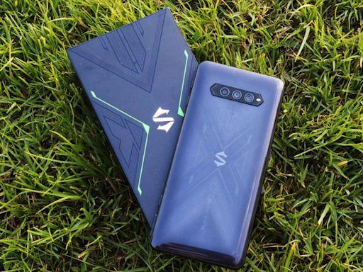黑鯊 4 5G 開箱評測:遊戲性能強,實體升降遊戲鍵實用性更高 - Qooah