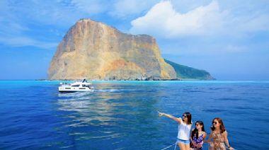 龜山島今年新玩法!搭豪華帆船看牛奶海仙境 海上玩SUP、漂浮魔毯
