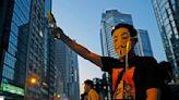 禁蒙面法首日 香港示威遊行尖沙咀築人鏈