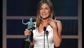Jennifer Aniston Tears Up Winning First SAG Award in Nearly 25 Years