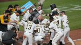 Stallings slam in 9th off Díaz rallies Pirates past Mets 9-7