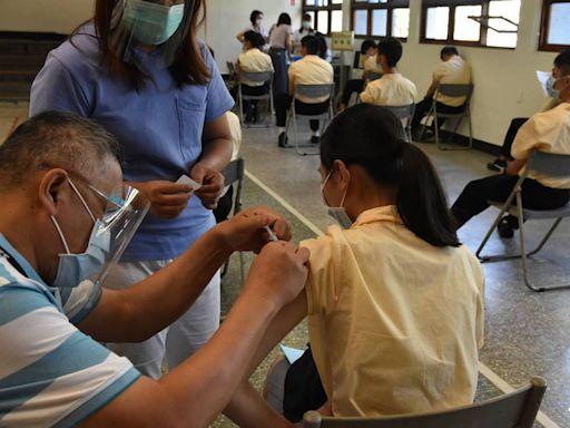 雲林國高中生BNT疫苗開打 學生:好開心!