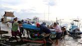 Storm Zeta lashes Mexico, churns toward U.S. Gulf Coast