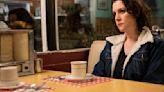 Yellowjackets Star Melanie Lynskey Talks Showtime Series, Cast Bonding