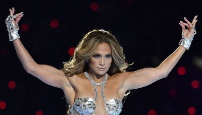 Jennifer Lopez bares her curves in daring swimsuit selfie: 'These 25-year-olds could never'