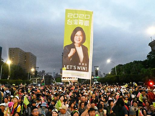Op-Ed: The U.S. is caught in a foreign policy triangle over Taiwan. Here's how to solve it