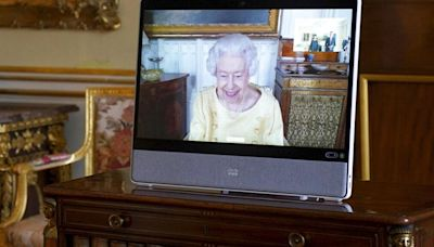 Isabel II acata el consejo médico y no irá a la cumbre de Glasgow